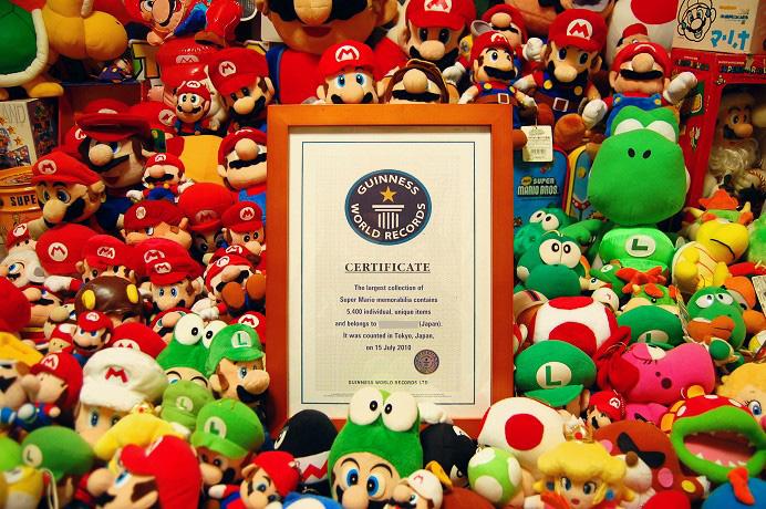 Une collection impressionnante de goodies Mario Bros !
